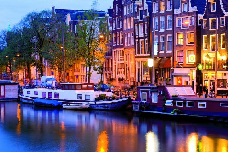 Amsterdam, jeden z kanałów w Amsterdamie,