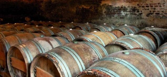Wino dojrzewające w beczkach