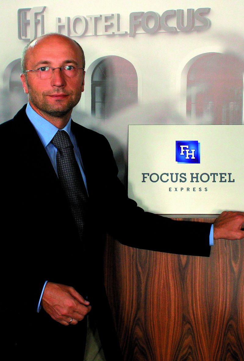 Pan Rafał Jerzy, właściciel sieci Focus