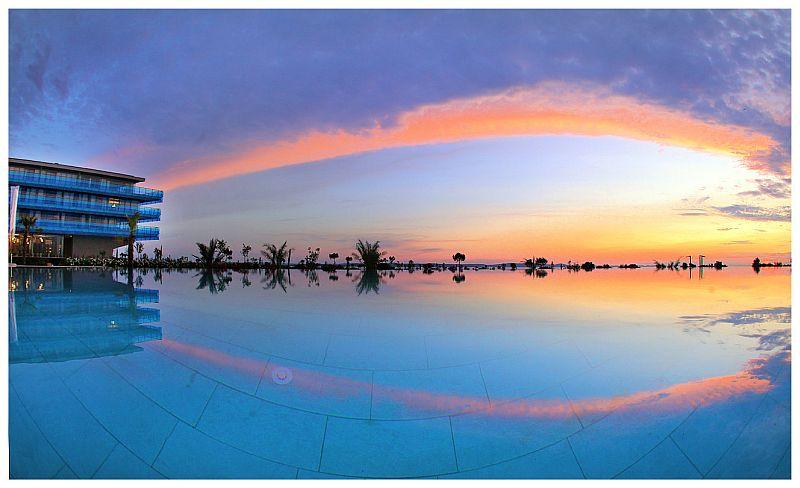 Sonnenuntergang-Pool-Hotel-Spa-Iadera