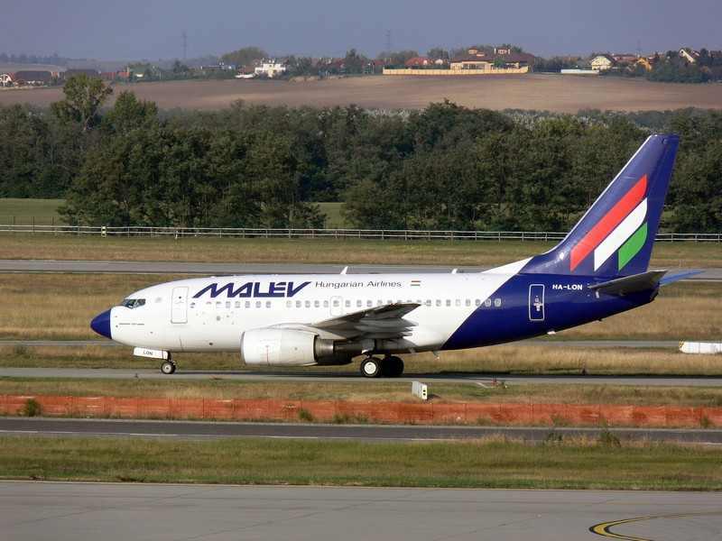 Samolot bankrutujących linii Malev. Fot. ChrisZ/Wimedia Commons