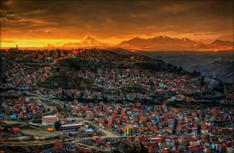Tereny obecnej Boliwii zamieszkane były przez kultury prekolumbujskie od około 20 tysięcy lat. La Paz załażone zostało w 1548 roku w miejscu indiańskiej osady, obecnie liczy ponad 1 mln mieszkańców. Fot.Pedro Szekely/Creative Commons