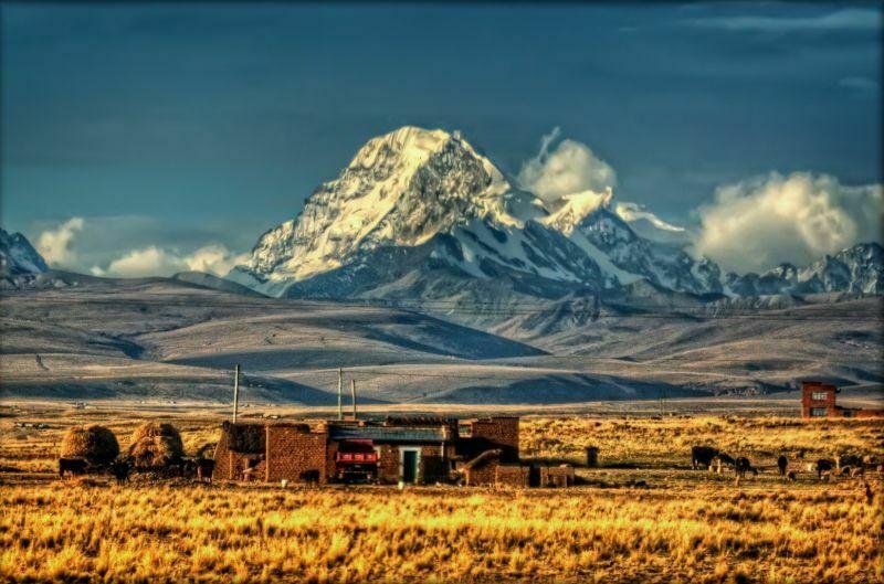 Altiplano, Boliwijska Wyżyna, śródgórska, bezodpływowa wyżyna w Andach Środkowych, na terytorium zachodniej Boliwii i południowo-wschodniego Peru, pomiędzy Kordylierą Wschodnią a Kordylierą Zachodnią. Ponad zrównany na wys. 4000-4500 m n.p.m. płaskowyż wznoszą się pasma górskie, dochodzące do 5500 m n.p.m. Fot.Pedro Szekely/Creative Commons