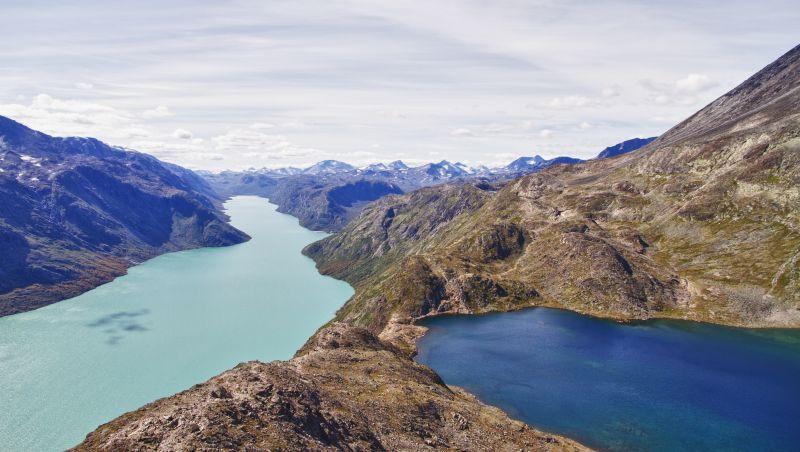2.Bessegen – szlak w Jotunheimen – najwyższych górach Norwegii, z początkiem przy jeziorze Gjenesheim.Fot. F.C.G. -Fotolia
