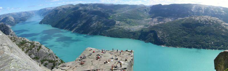1.Preikestolen. Słynna Ambona nad Lysefjordem niedaleko Stavanger.Fot.Muehle-Fotolia