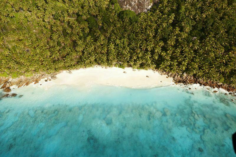 Długie, piaszczyste plaże, krystalicznie niebieska woda, dzika przyroda. Kiedy łatwiej tu było znaleźć pirata, dziś raczej natkniesz się na egzotycznego żółwia.