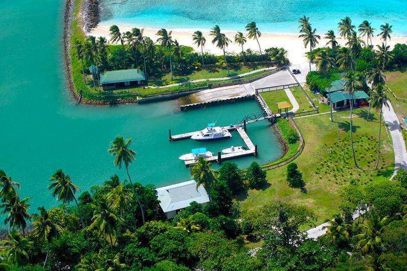 """Fregate Island jest własnością prywatną. Działa tu luksusowy ośrodek wypoczynkowy – hotel Frégate Island """"Private"""", w którym często goszczą wielkie gwiazdy Hollywoodu. Jego budowa przebiegała pod ścisłym nadzorem specjalistów od ochrony przyrody."""
