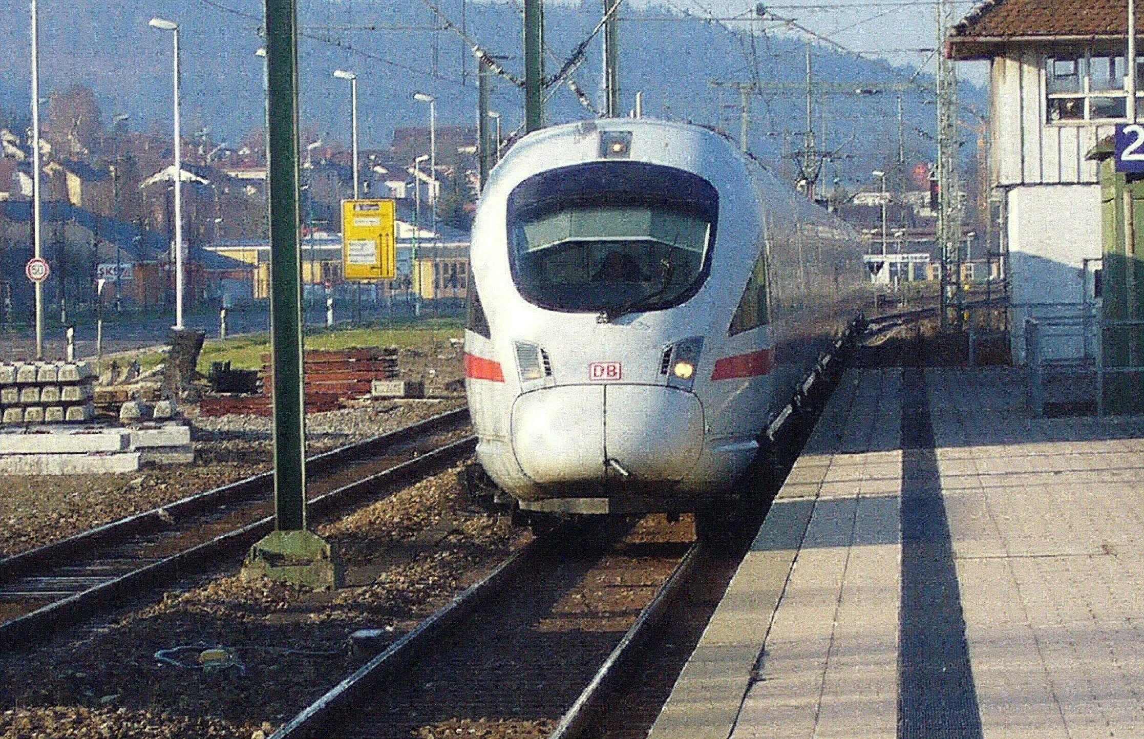 Pociąg ICE. Fot Donautalbahner, Wikimedia Commons