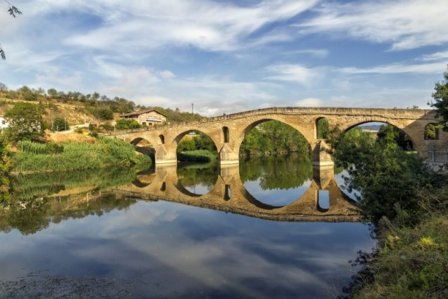 Puente la Reina bridge , Navarre Spain