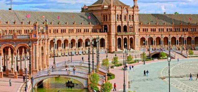 Plac Hiszpański w Sewilli.  Fot. Fotolia.com