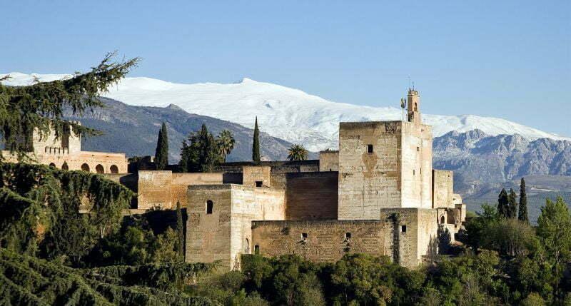 Pałac Alhambra to obowiązkowy punkt programu po nartach w Sierra Nevada