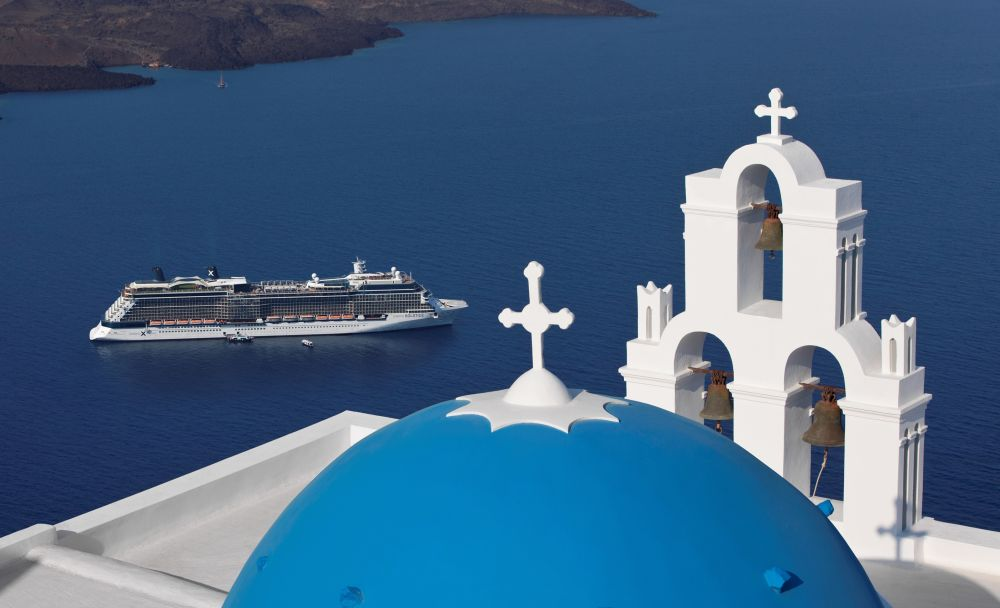 Statek Celebrity Cruises klasy Solstice u wybrzeży Grecji