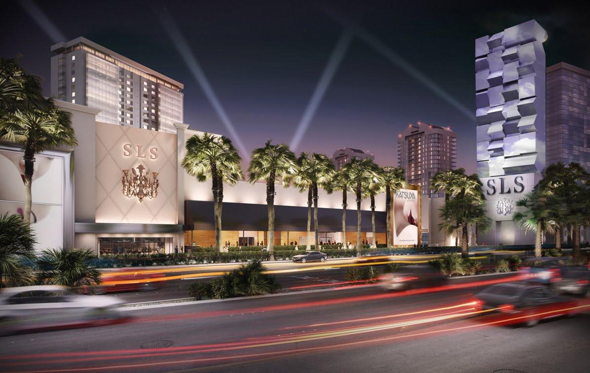 SLS Las Vegas jest zlokalizowany na północnym krańcu Las Vegas Strip, w pobliżu dawnego, wpisanego w historię miasta hotelu Sahara Hotel & Resort