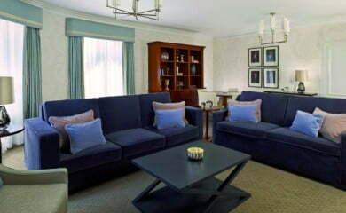 Wyjątkowy apartament w wyjątkowym hotelu. Urzekający wystrój i subtelna kolorystyka w delikatnych odcieniach szarości i błękitu.