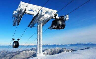 Podobna do tej na Hopoku, 10-osobowa gondola ma wwozić narciarzy w Szczyrku na Halę Skrzyczeńską. Fot. TMR