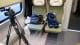 Miejsca siedzące dla niepełnosprawnych. Przed nimi bez problemu zmieści się wózek inwalidzki.