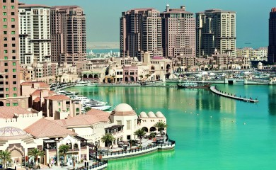 Katar nie oszczędza, planując liczne inwestycje, które mają być gotowe na mistrzostwa świata w piłce nożnej. Prawie 20 mld dol. przeznaczono na poprawę infrastruktury turystycznej kraju.