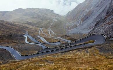Droga na przełęcz Passo Stelvio. Fot. Fotolia.com