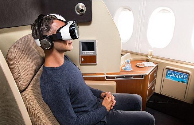 Gear VR Samsunga w liniach Qantas. Fot. Qantas