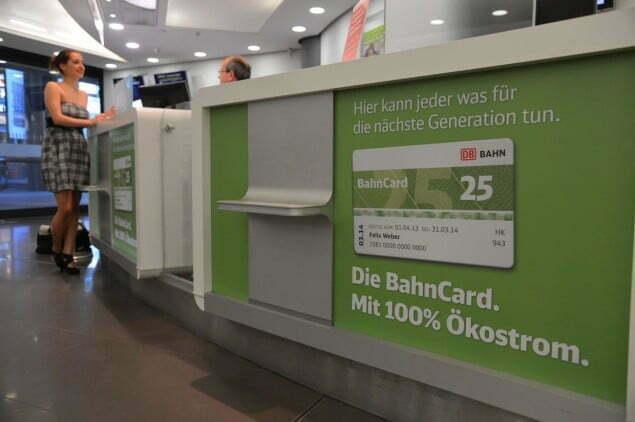 Die Deutsche Bahn (DB) baut ihren Vorteil als klima- und umweltfreundliches Verkehrsmittel weiter aus: Seit 1. April 2013 werden rund fünf Millionen BahnCard- und Zeitkarten-Inhaber in den ICE-, Intercity- und Eurocity-Zügen der DB mit 100 Prozent Ökostrom unterwegs sein. Die Kosten für dieses Angebot trägt die DB. Auch alle im bahn.corporate registrierten Geschäftsreisenden fahren dann im Fernverkehr der DB CO2-frei. Mindestens 75 Prozent aller Fahrten im Fernverkehr innerhalb Deutschlands werden somit ausschließlich mit Strom aus erneuerbaren Energien durchgeführt.