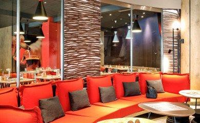 Wnętrza hotelu ibis Stare Miasto w Warszawie