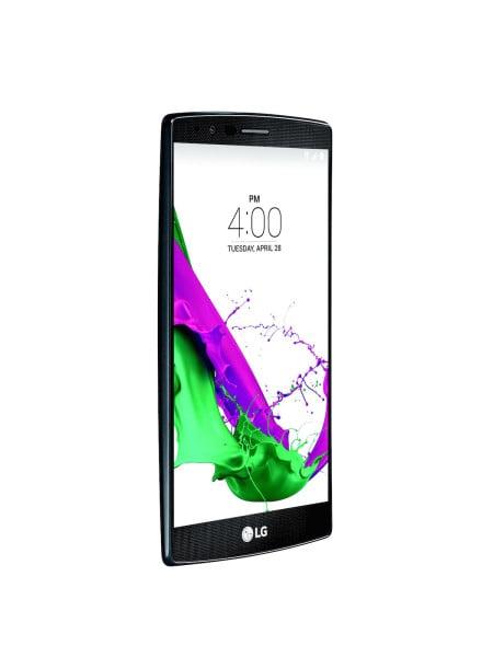 LG G4 Cena: od 2400 zł, lg.com/pl G4 to prawdopodobnie najładniejszy smartfon na rynku, co wdużej mierze jest zasługą 5,5-calowego ekranu owysokiej rozdzielczości (2560 x 1440 pikseli) oraz bogatego wyboru wymiennych obudów. Niewątpliwą zaletą tego telefonu jest wymienna bateria. Jednak największym atutem G4 jest jego aparat. Zastosowana tu przysłona ojasności f/1.8 oznacza, że do przetwornika obrazu dociera 80% więcej światła niż wprzypadku standardowych aparatów. Producent nie zapomniał również oosobach, które wolą korzystać zręcznych ustawień. Co ważne, aplikacja aparatu otwiera się wniecałą sekundę. Wymiary G4 to 14,9 x 7,6 x 1 cm, awaga 155 g. Telefon wykorzystuje system Android 5.1 Lollipop ijest pierwszym smartfonem koreańskiego producenta, wktórym zastosowano nowy 5,5-calowy wyświetlacz IPS Quantum Display.