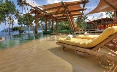 Wille gwarantują intymność, po części wybudowane są na klifach imają prywatne zejście na plażę, po części nad samym morzem irobią naprawdę ogromne wrażenie.