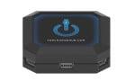 HARGEHUB Cena: ok. 230 zł;  thechargehub.com Chargehub to niezwykle przydatny towarzysz podróży, dzięki któremu naładujemy nawet do siedmiu urządzeń USB jednocześnie – od słuchawek bezprzewodowych po kamerę GoPro. Urządzenie to dostępne jest w wersji okrągłej lub kwadratowej (8,9 cmx 8,9 cm x 3,2 cm, 454 g), a także w kilku opcjach kolorystycznych (różowej, czerwonej, fioletowej, niebieskiej, czarnej i białej). Warto mieć je przy łóżku, aby w nocy ładowało nasze komórki i tablety, oraz zabrać w podróż – zamiast kilku ładowarek.
