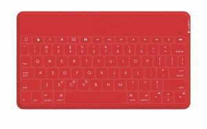 OGITECH KEYS-TO-GO Cena: ok. 300 zł;  logitech.com Po co nosić ze sobą laptop, skoro można zabrać wpodróż jedynie tablet lub smartfon oraz tę niewielką, ultralekką klawiaturę? Keys-To-Go jest kompatybilna zurządzeniami firmy Apple, zktórymi łączy się za pomocą Bluetootha. Pomimo swych niewielkich rozmiarów (24,2 cm x 13,7 cm x 0,6 cm, 180 g) jest całkiem wygodna wużyciu, ajej bateria wystarcza nawet na trzy miesiące użytkowania. Klawiatura jest także pokryta wytrzymałą iwodoodporną powłoką wkolorze niebieskim, czerwonym lub czarnym.
