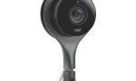 NEST CAM Cena: ok. 900 zł; nest.com Ta niewielka kamera (11,4 cm) przesyła obraz na żywo wjakości HD zmiejsca, wktórym ją zamontowaliśmy, bezpośrednio na telefon. Z jej pomocą możemy łatwo kontrolować nasze dzieci, ana wakacjach wykorzystywać ją jako zabezpieczenie przed włamywaczami. Nest Cam posiada funkcję noktowizji oraz czujnik ruchu, informujący nas otym, że ktoś wchodzi do pomieszczenia. Urządzenie wyposażono wtrzymegapikselową matrycę, ośmiokrotny zoom cyfrowy oraz szerokokątny obiektyw. Interesujący jest abonament Nest Aware (45-140 zł miesięcznie), dzięki któremu możemy zapisać wchmurze do 30 dni materiału filmowego.