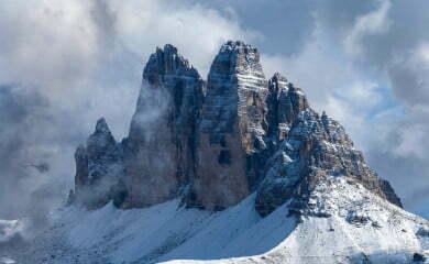 Ikonami doliny są Trzy Szczyty (Drei Zinnem/ Tre Cime di Lavaredo). Fot. Fotolia.com