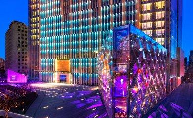 Hotel W Chang'an leży wjednej zdyplomatycznych ikomercyjnych dzielnic Pekinu – Chang'an. Jego okolica to mieszanka nowoczesności ihistorii.