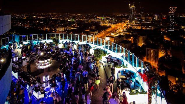 Klub Level 27 - taras z widokiem na panoramę warszawy