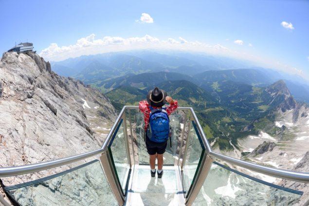 die Treppe ins Nichrs auf dem Dachstein für die Besucher freigegeben Attraktion