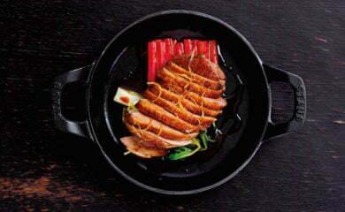 The Ninth to pierwsza restauracja należąca do znanego zangielskiej telewizji szefa kuchni Juna Tanaki. Lokal posiada dwa piętra oraz niewielki taras iurządzony został wtypowo nowojorskim stylu.