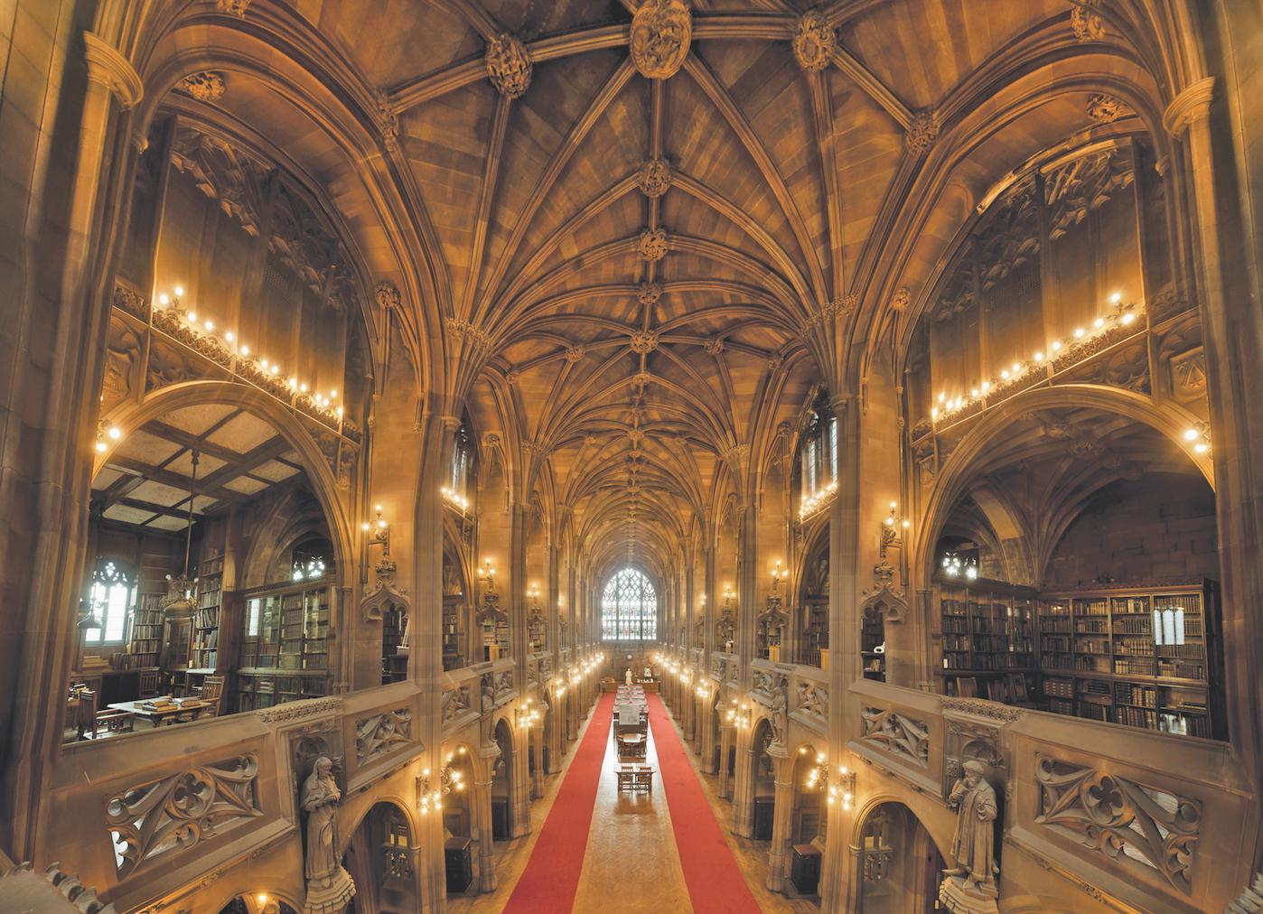 Głównym miejscem biblioteki jest czytelnia, w której mieszczą się marmurowe posągi przedstawiające postaci Johna i Enriquety.