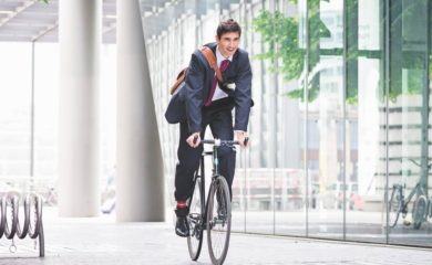 Biznesmen na rowerze