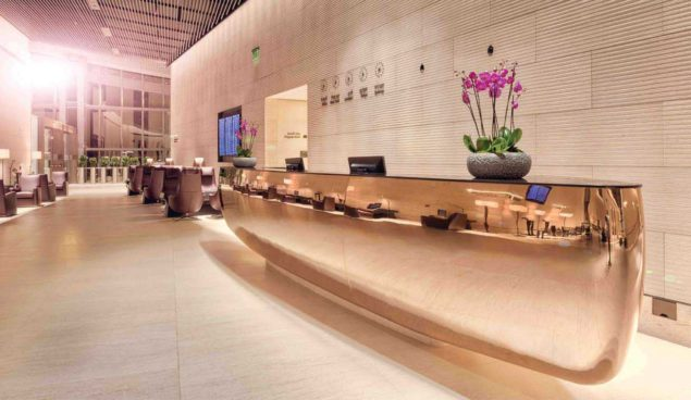 qatar lounge first class